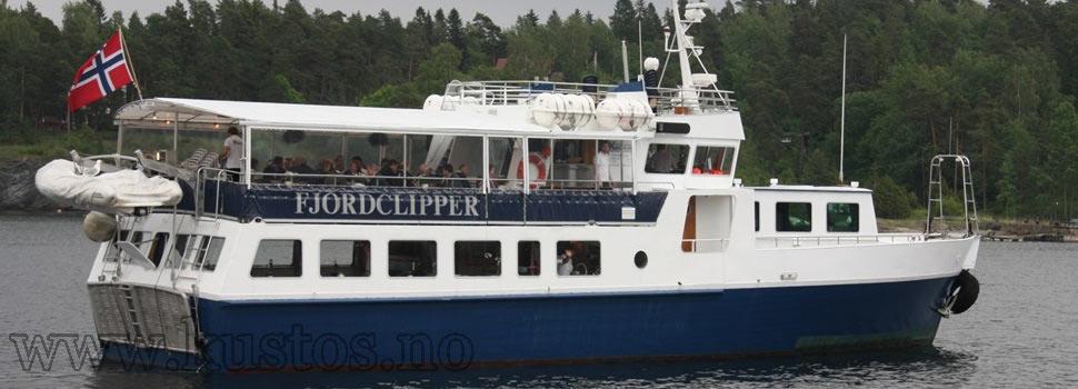 Yacht med blått skrog og hvit topp - Fjordclipper